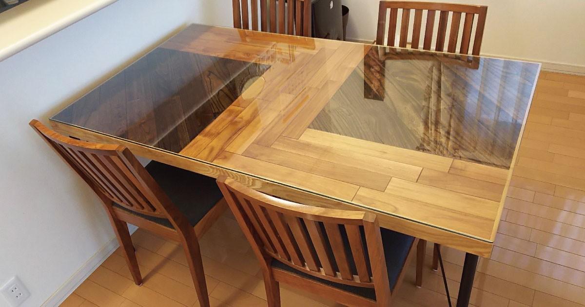 木目を活かしたテーブルに!木製テーブルに「強化ガラス」のテーブルトップを使用した事例3選のお写真