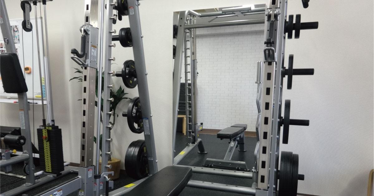 パーソナルトレーニングジムの姿見に「パネルミラー」を使用した事例(パーソナルトレーニングジムfis.様)のお写真