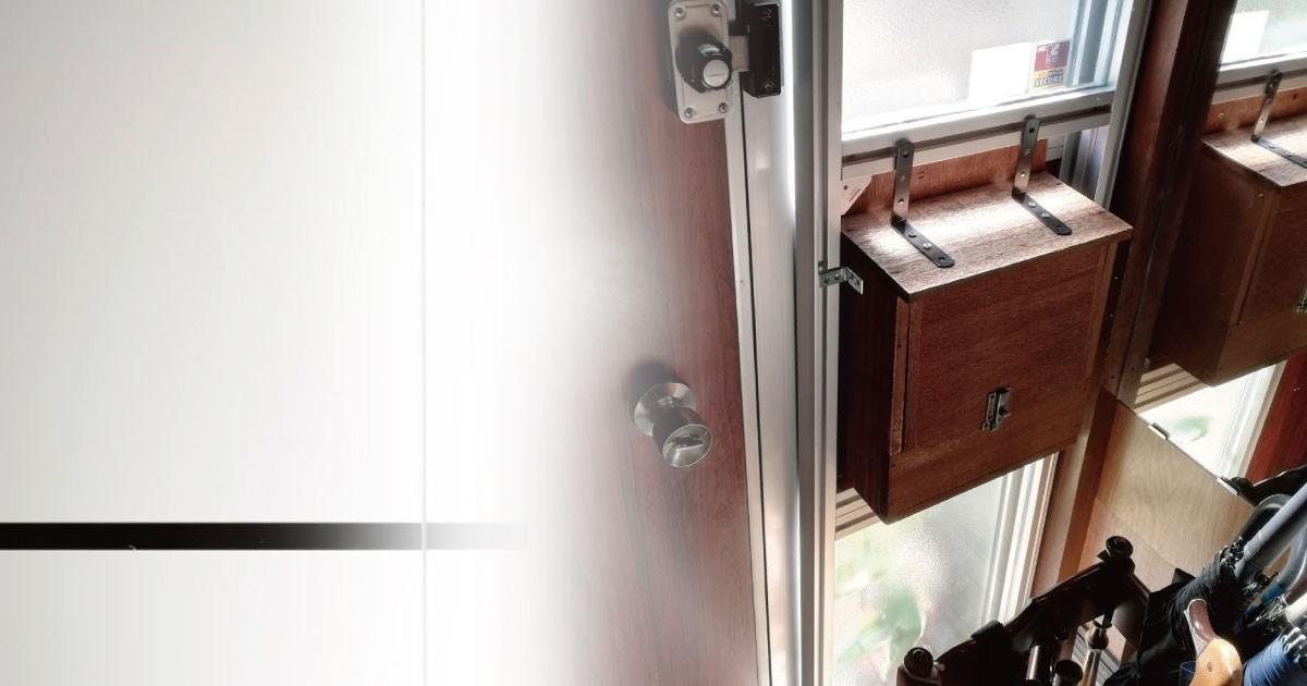 ガラスで防犯対策!自宅玄関に「防犯ガラス レベル3」を設置した事例(兵庫県F様)のお写真