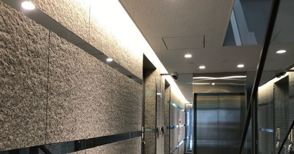 光の反射でオシャレに!ビルの壁面装飾に「アルミミラー」を使用した事例(大阪府A様)のお写真
