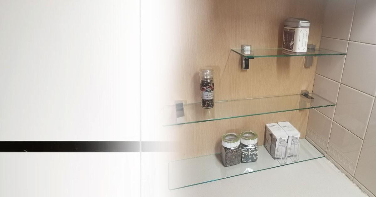 スッキリ収納!調味料用の棚板に「フロートガラス」を使用した事例(兵庫県A様)のお写真
