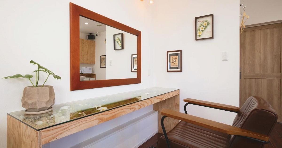装飾を活かしたテーブルに!美容室のテーブルトップに「強化ガラス」を使用した事例(東京都T様)のお写真
