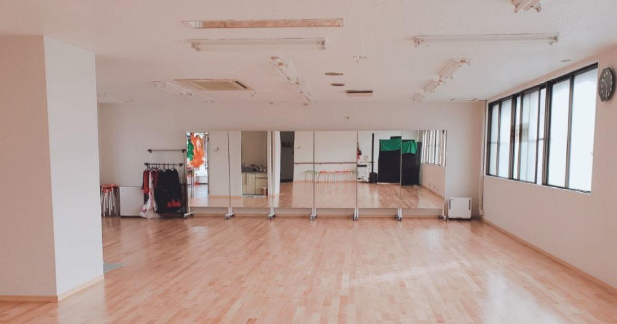 社交ダンスのスタジオミラーに「キャスター付きミラー」を使用した事例(広島県N様)のお写真