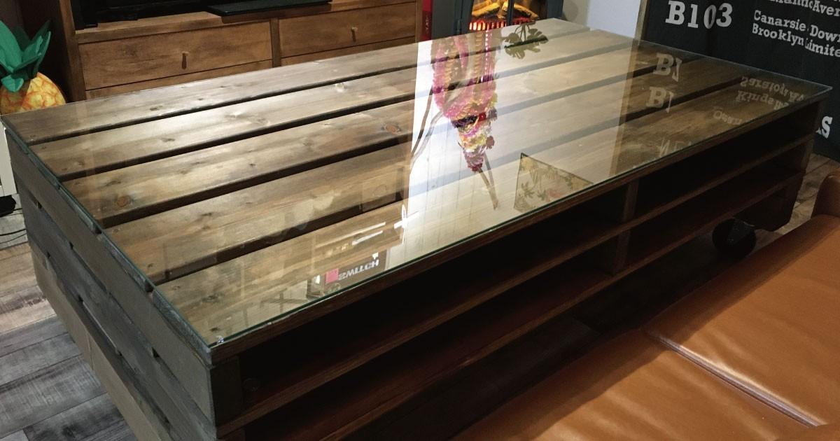 お部屋のイメージに合わせたテーブルに!手作りパレットテーブルの天板に「強化ガラス」を使用した事例(東京都H様)のお写真