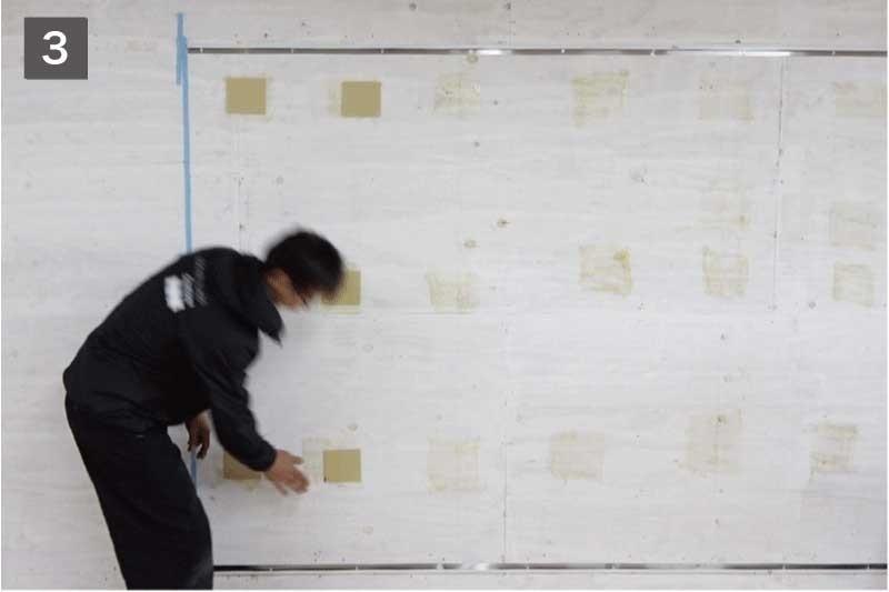 壁と鏡のスペース確保のために「ミラーマット」を貼る-3