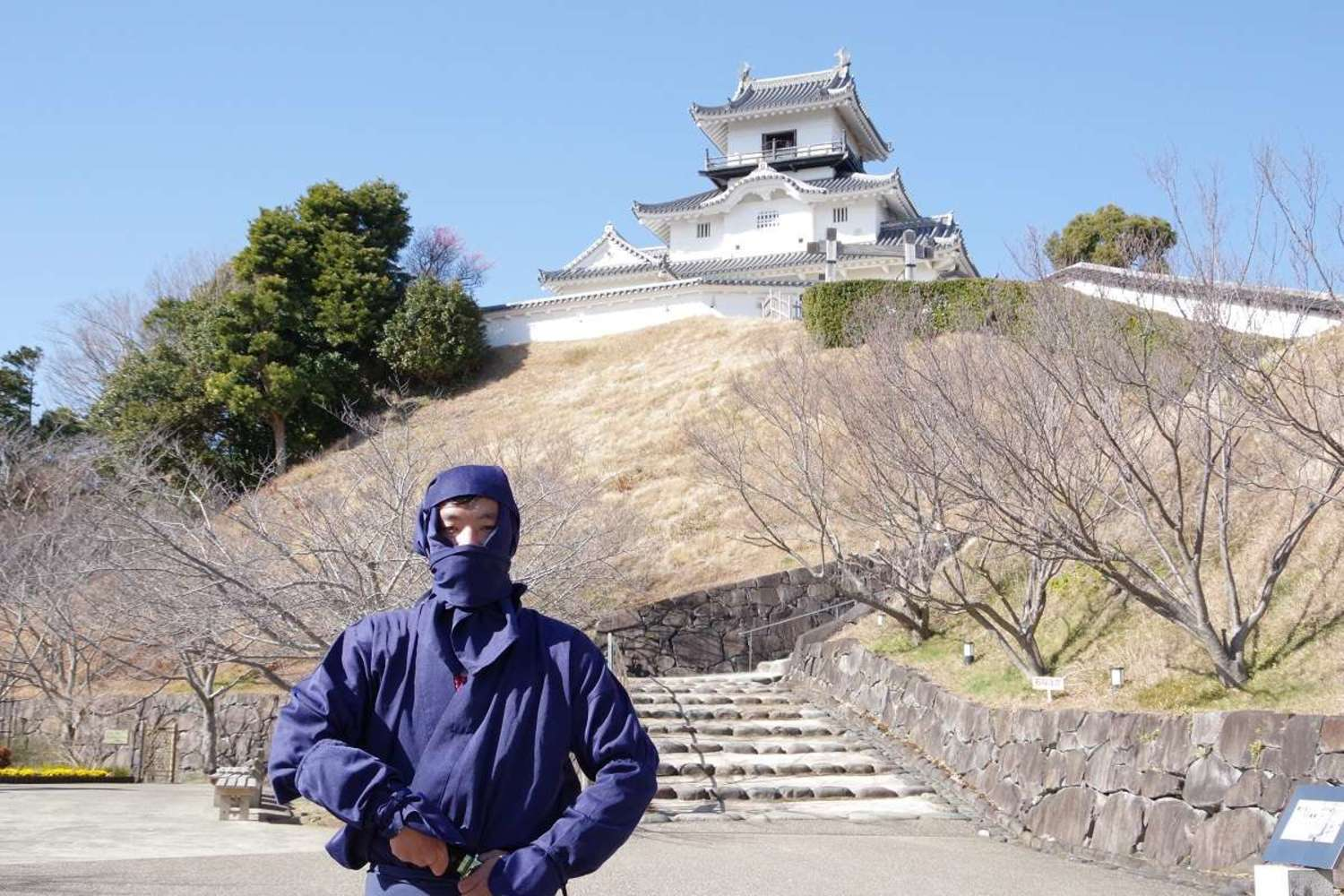 [sightseeing in Shizuoka report of foreigner] We sneak into Kakegawa-jo Castle with costume of ninja?