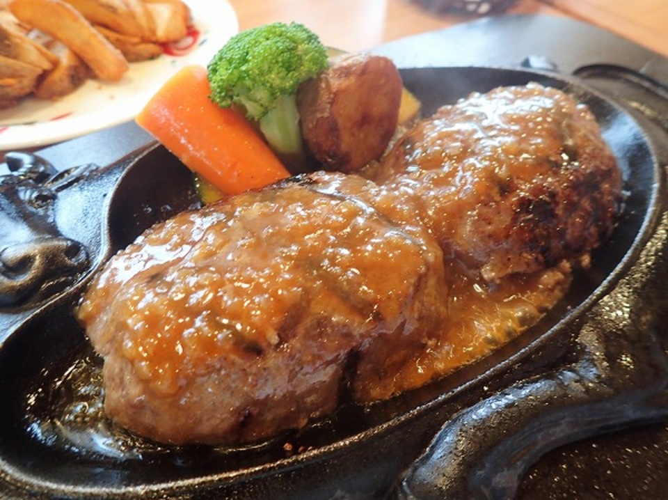 """One which can eat only in Shizuoka? """"Fist hamburger steak of blandness"""""""