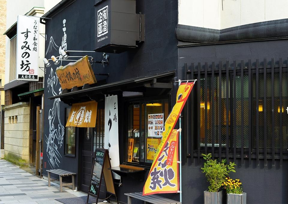 Shop in front of Bo big shrine of corner
