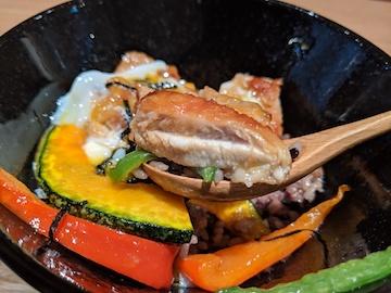 彩り野菜とチキンの照り焼き丼4