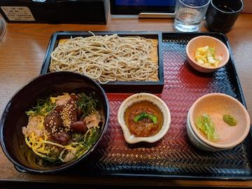 ポン酢ジュレで食べる鰹丼とお蕎麦1