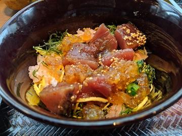 ポン酢ジュレで食べる鰹丼とお蕎麦4