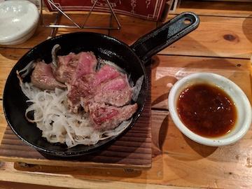 桜肉の極レアステーキ1