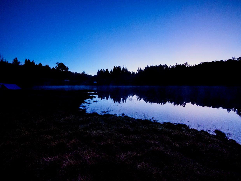 清晨剛露魚肚白的加羅湖