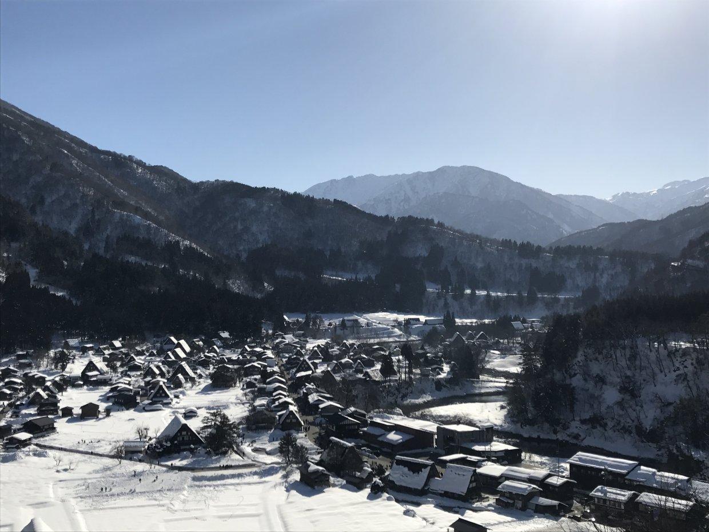 展望台眺望合掌村雪景
