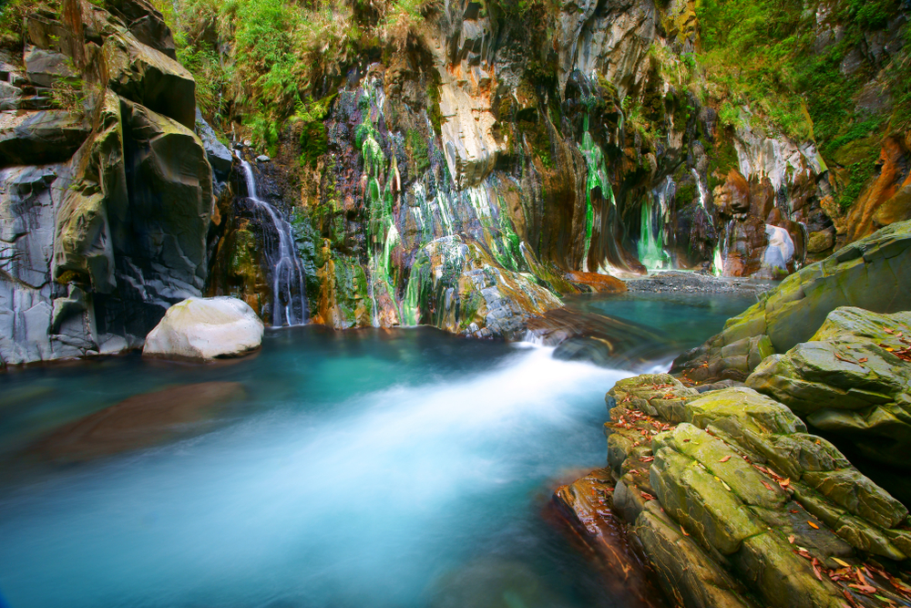 台東栗松溫泉被譽為全台最美野溪溫泉
