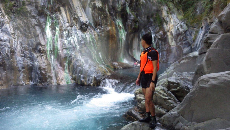 屬於瀑布型溫泉的台東栗松溫泉。