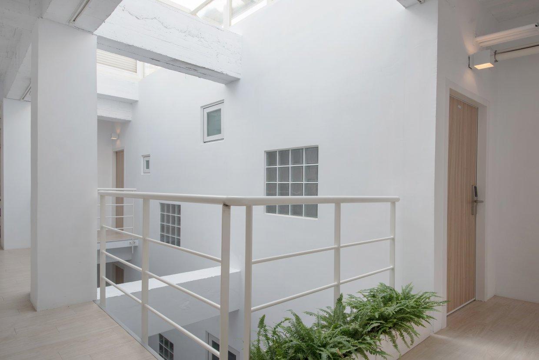 打開房門,就是打通現實與私密空間的廊道。