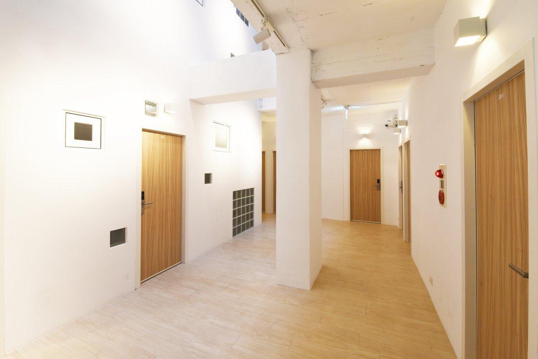 夾腳拖的家運用大量透光設計,創造明亮的空間。