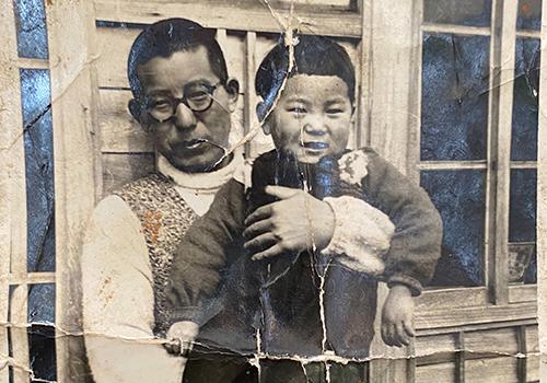 杵臼牧場、初代の信さんと2代目の信一さん(幼少期)