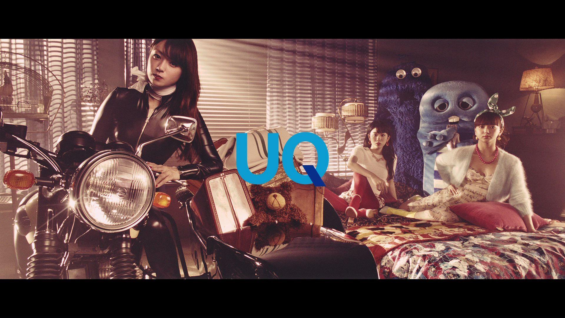 と話題になっているUQモバイルのTVCM。パパはブルームク、ママはピンクガチャ、そして深田恭子さん・多部未華子さん・永野芽郁さんが扮する美人三姉妹の、ちょっと