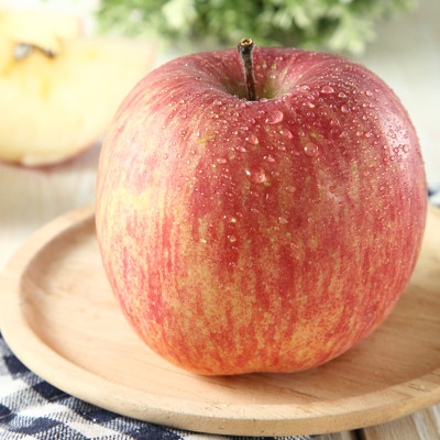 【一等鮮】梨山蜜蘋果〈200g/粒〉 (7.7折)