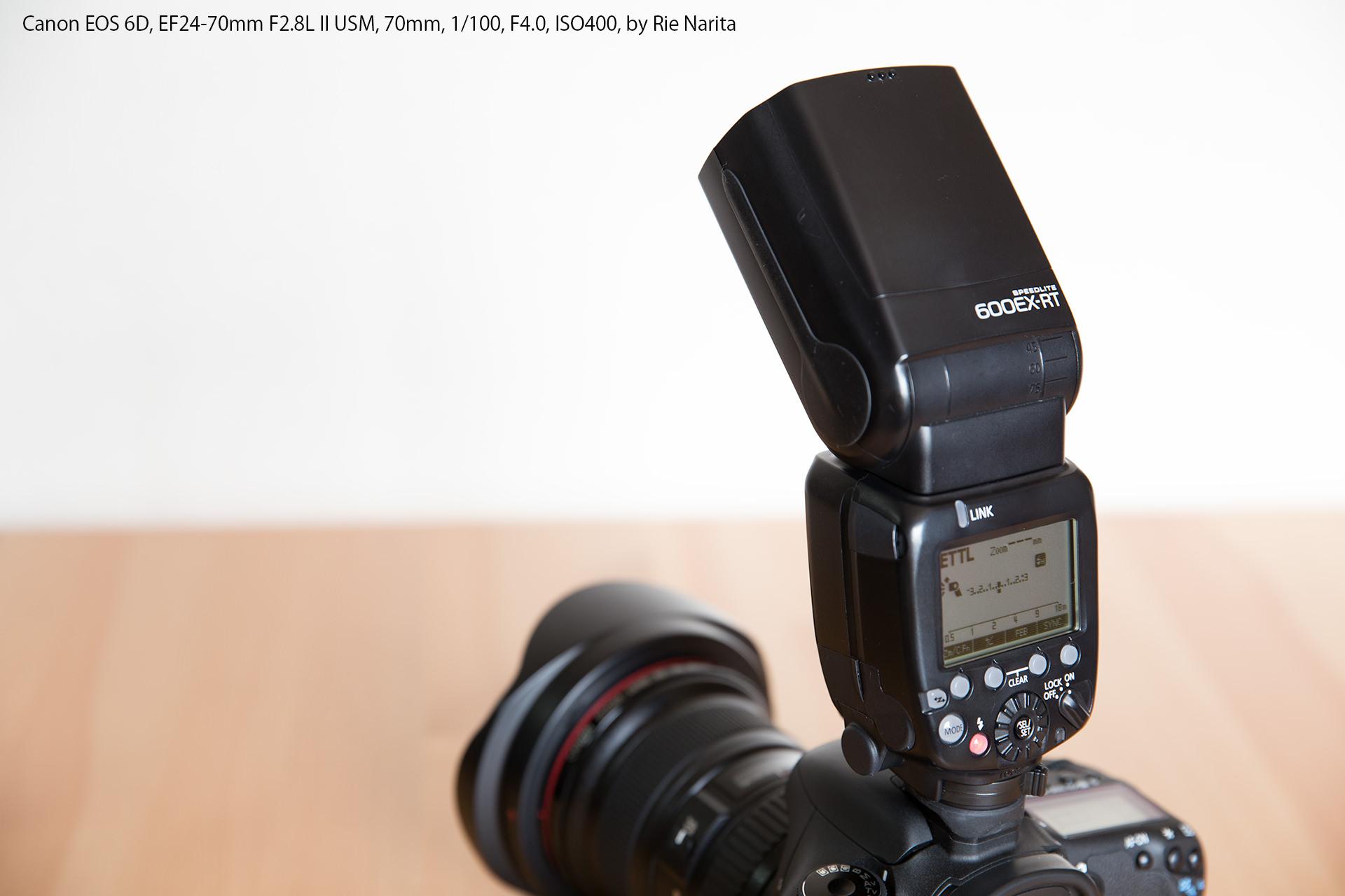 カメラに装着されたCanonのスピードライト600EX-RT