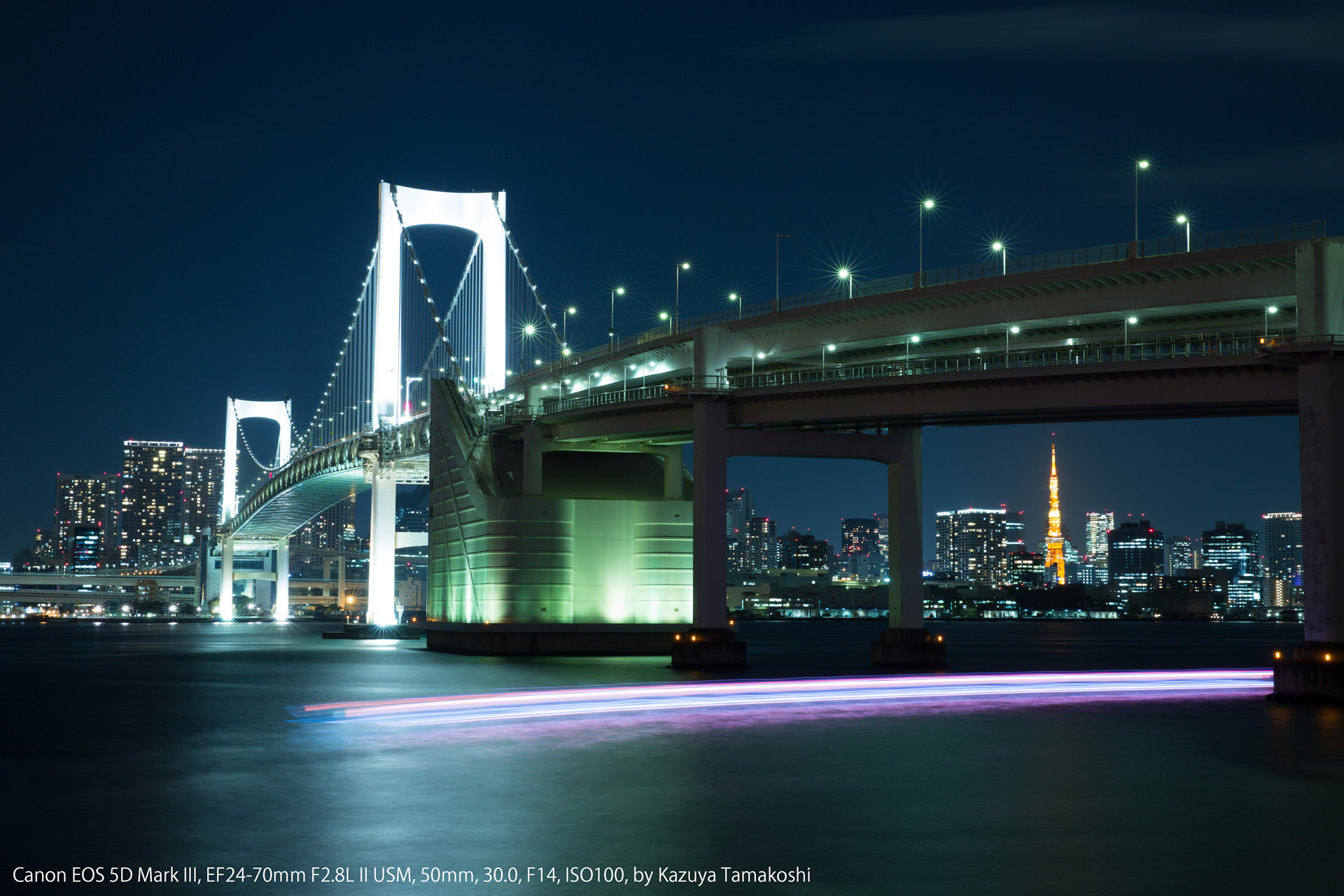 「電球」モードで撮影した夜のレインボーブリッジ