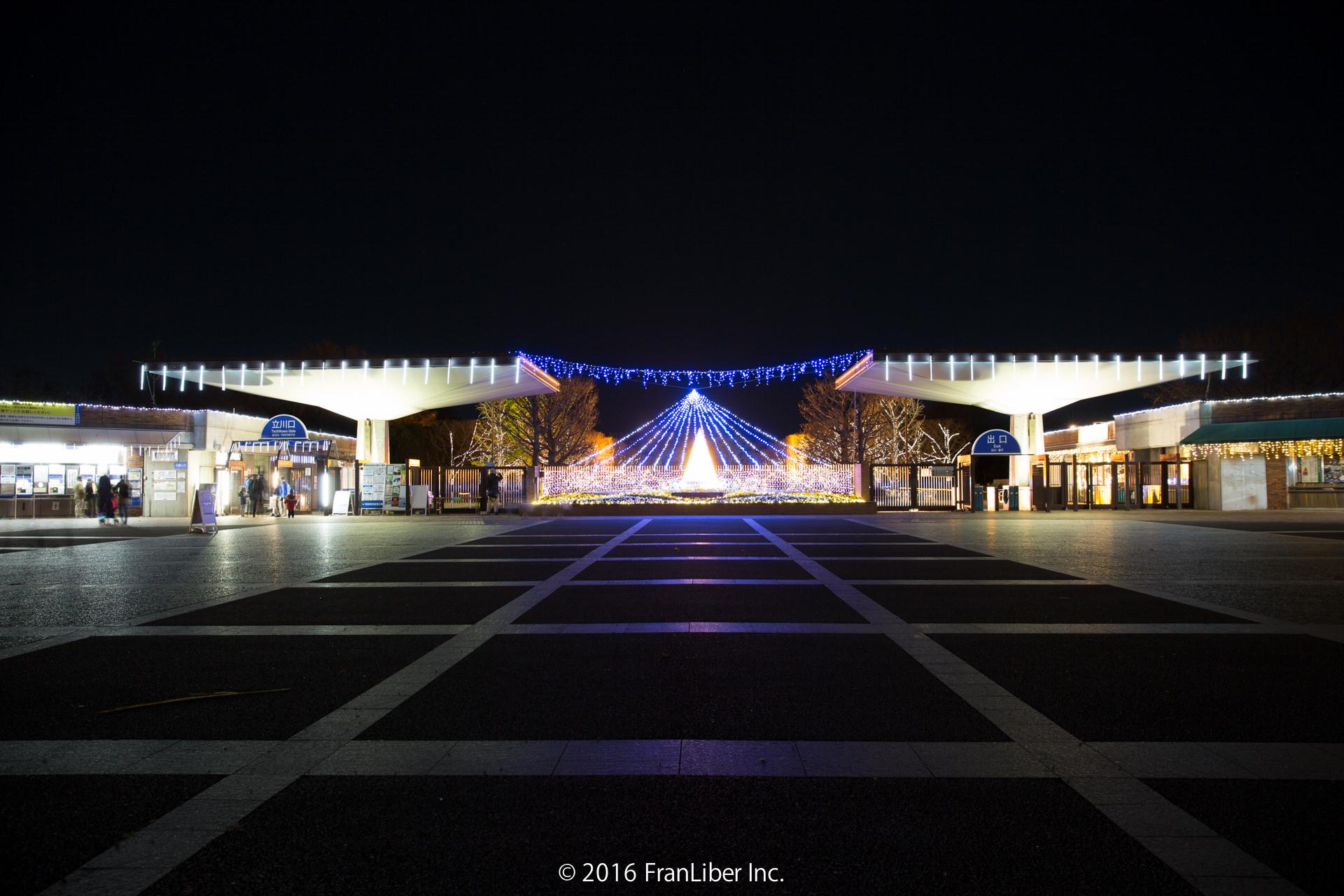 昭和記念公園の入口のイルミネーション