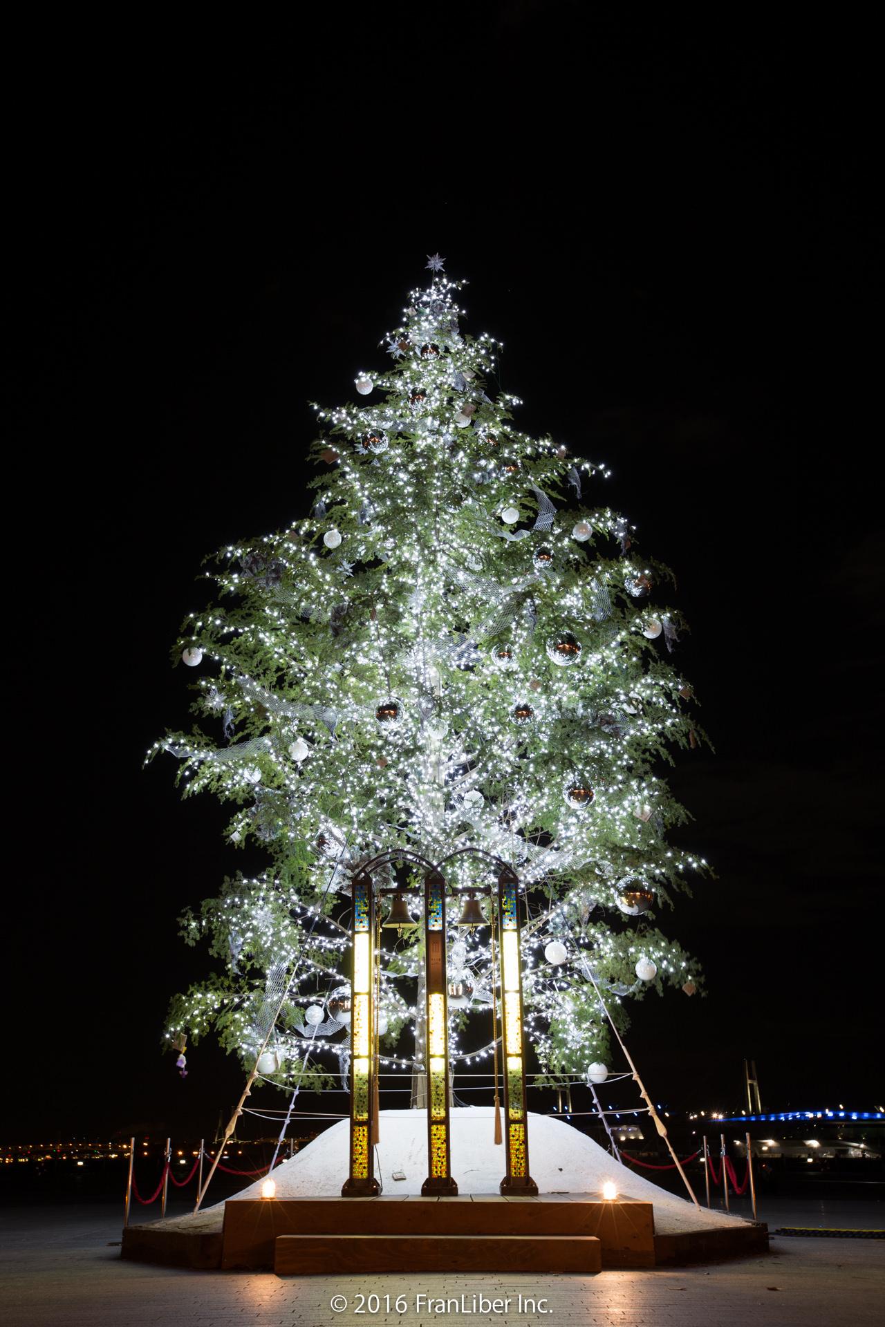 横浜赤レンガ倉庫で開催されるクリスマスマーケットのツリー
