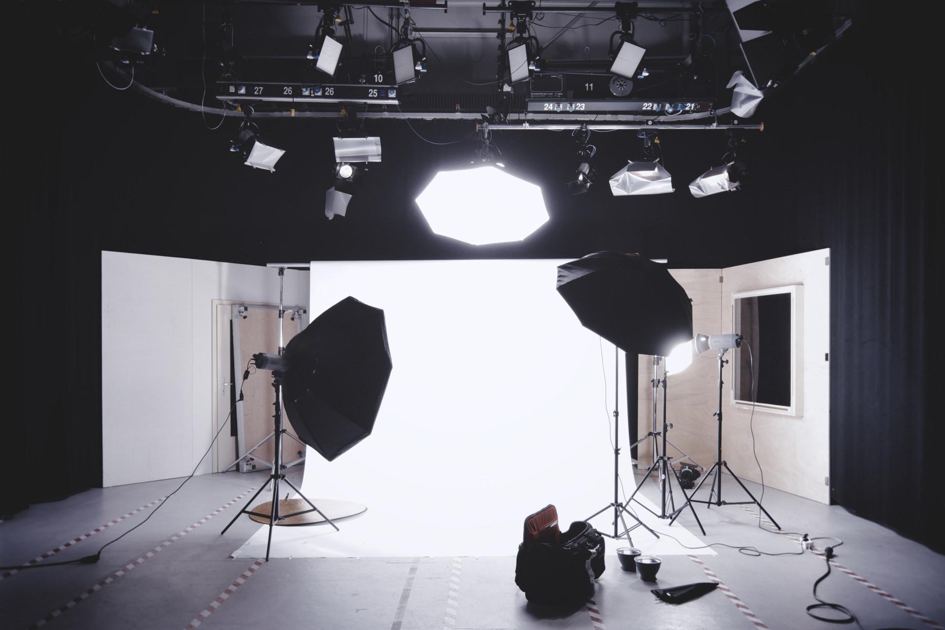 撮影スタジオのライティング機材