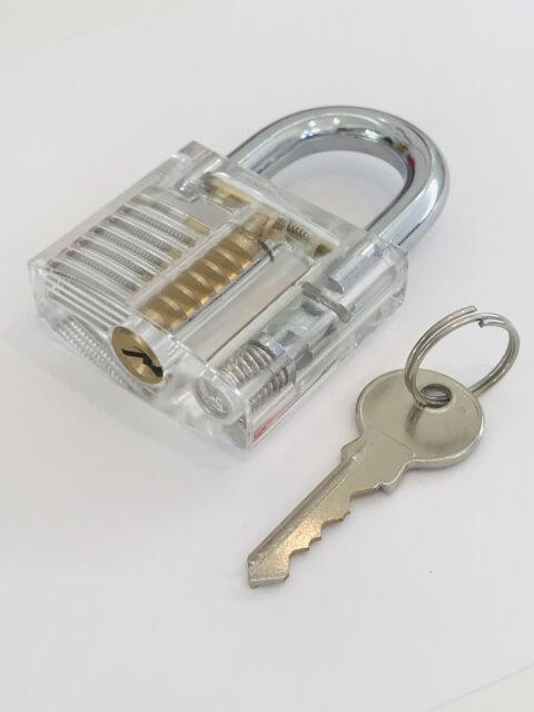 screen_door_with_key