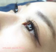 eyelash salon Mona所属の鈴木由梨奈