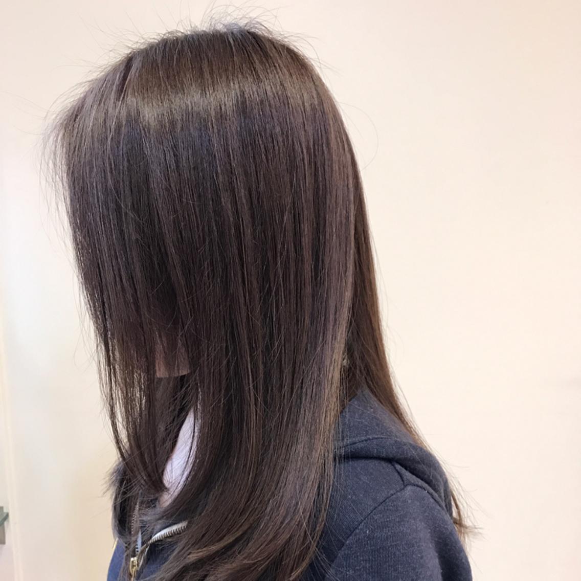 自然なストレートヘアでツヤ髪を!