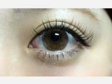 mary nail&eyelash 所属の新美侑
