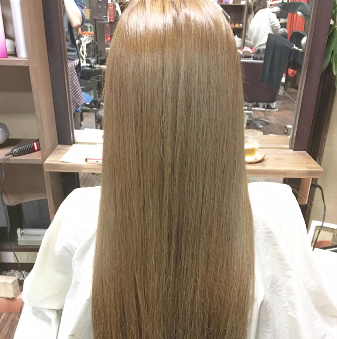 ✨ツヤツヤ✨艶髪縮毛矯正募集(^O^)また冬に向けてのカラーモデルも随時募集中です‼️