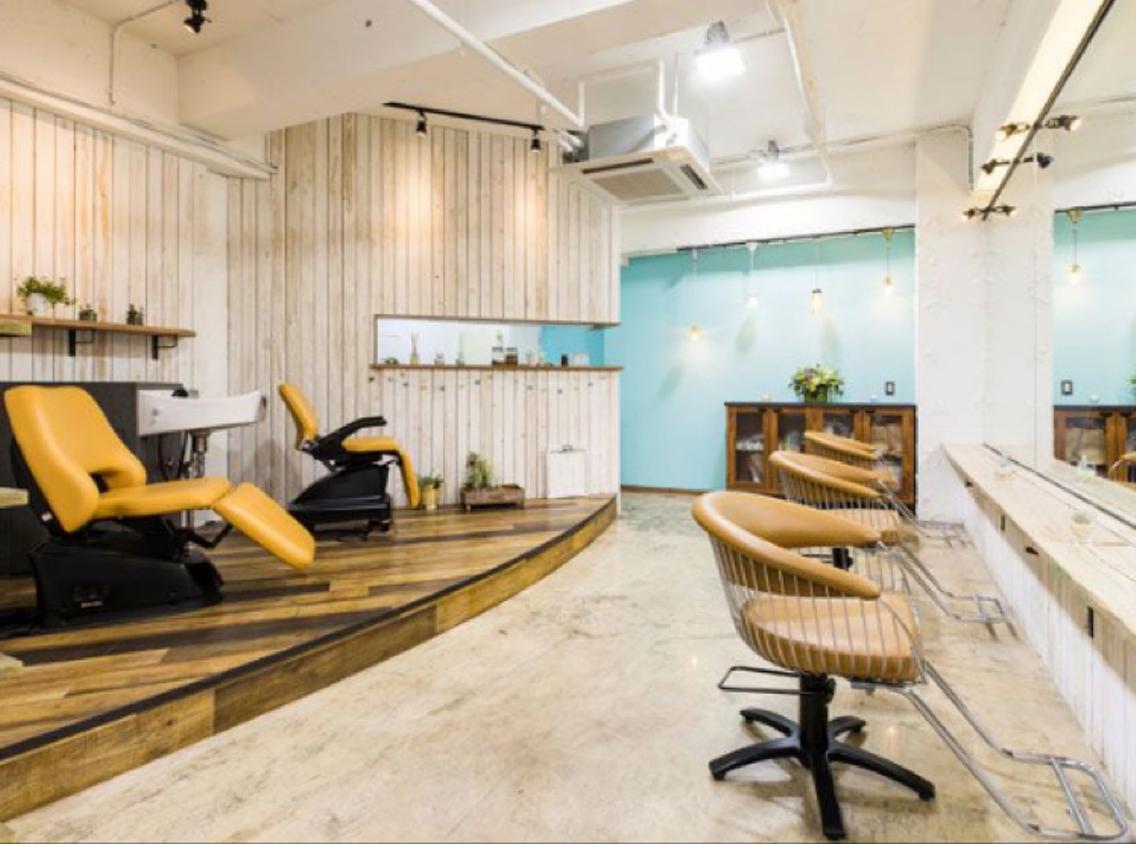 SEVENではゆっくりと落ち着いた空間でお客様に関わっていきたいという想いをこめて創り上げたプライベート空間です!