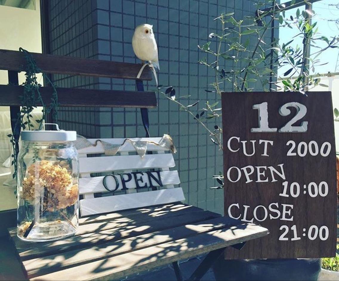 カット¥2000のお店                                    市が尾駅から徒歩1分。ご予約不要です