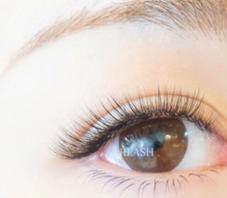 EyeDesign渋谷本店所属のAbeRina