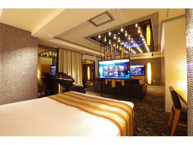 BLUE HOTEL Sju(:)pri:m (ブルーホテル シュープリーム)