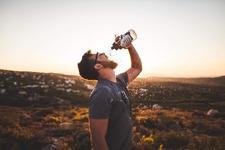 脱水気味の高齢者に水分補給させるには?