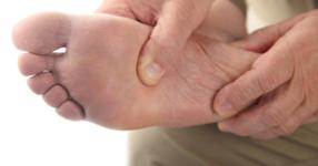高齢転倒者における足関節筋力と姿勢安定性について