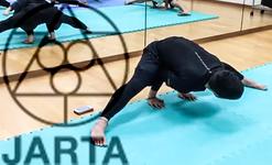 股関節を動きながら緩めるトレーニング