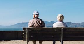 全世帯のうち高齢者世帯の割合が過去最高へ
