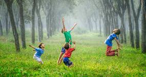 子どもの運動不足 親友の有無や母親の生活習慣が関与