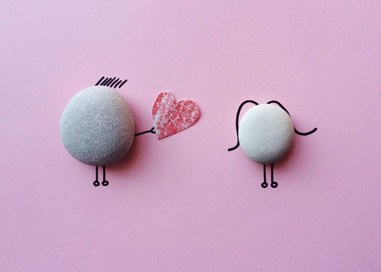 石を使った求愛デザイン
