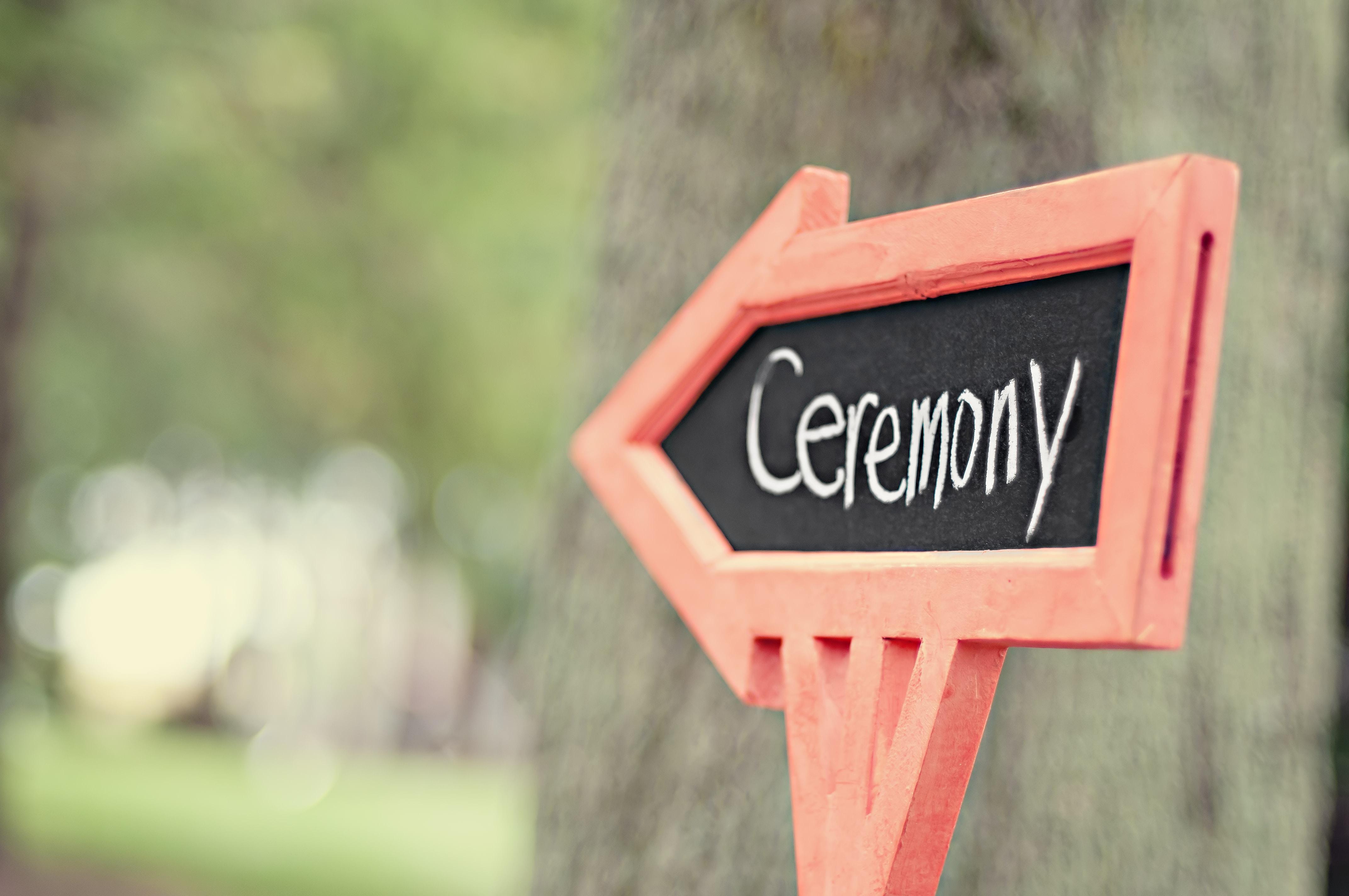 ceremonyの矢印看板
