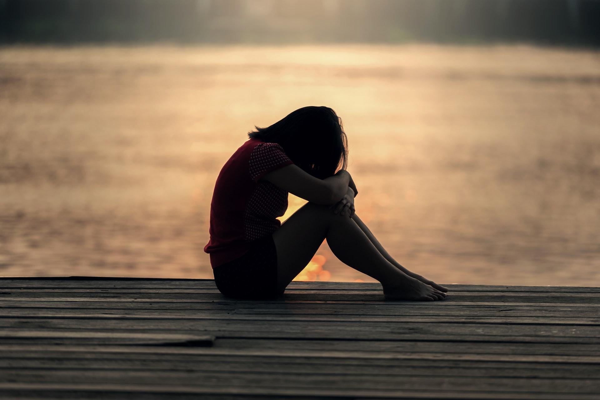 寂し気な女性
