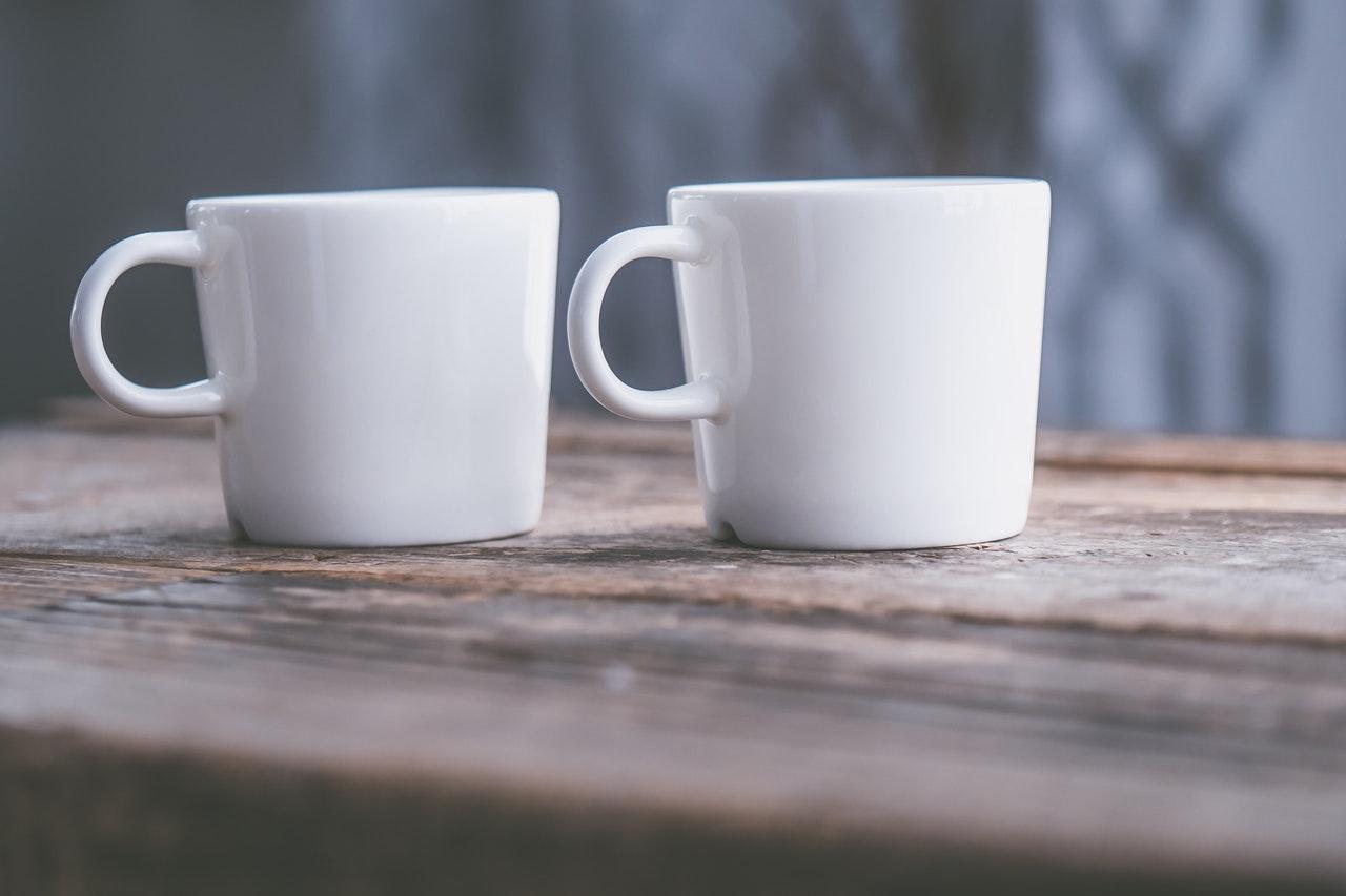 並んだコーヒーカップ