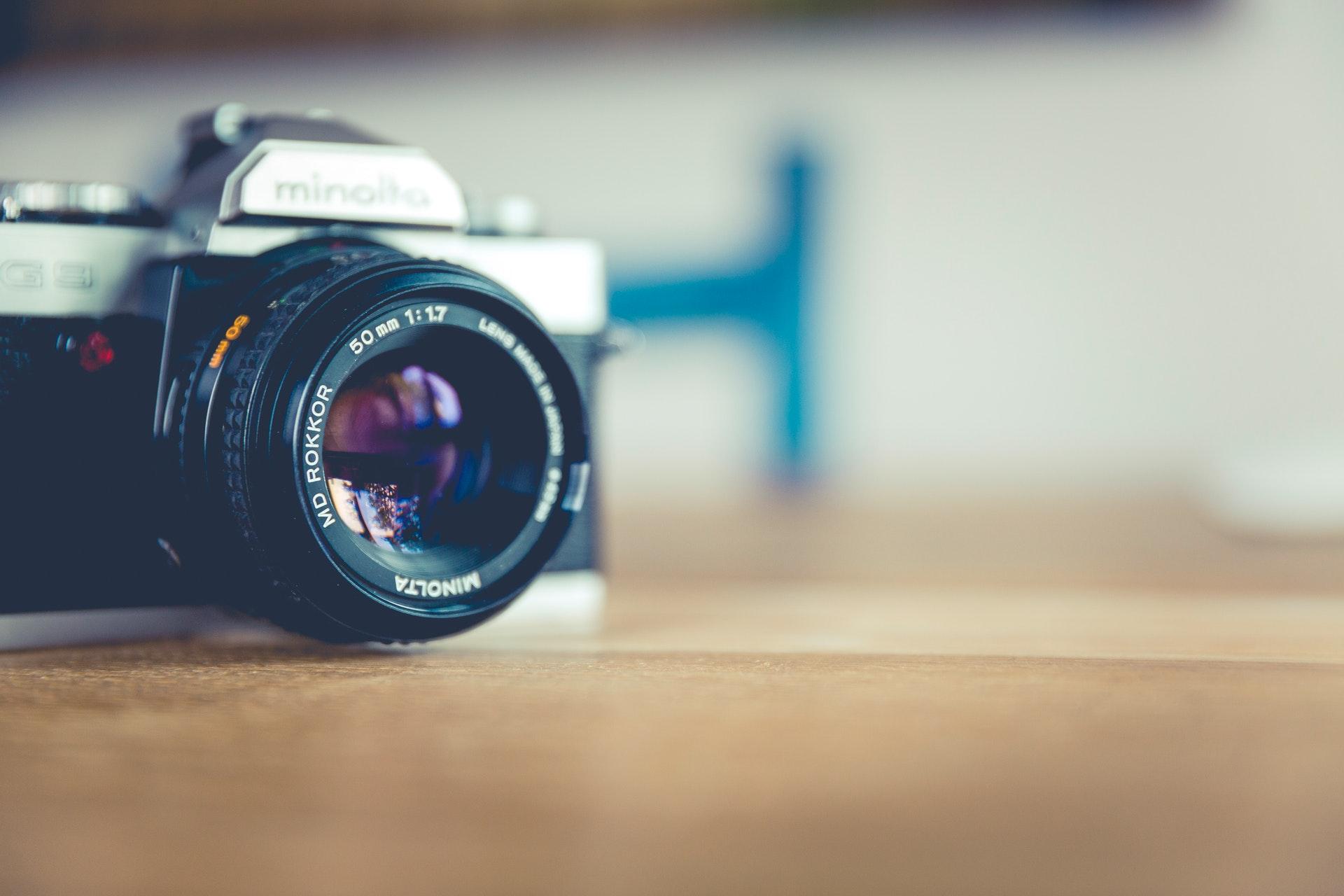 机の上のカメラ