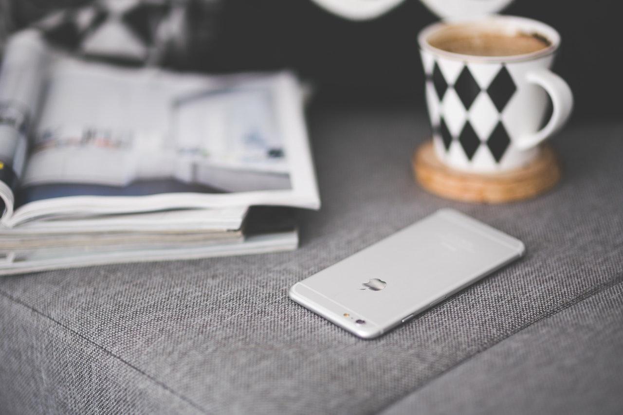 携帯電話とコーヒー